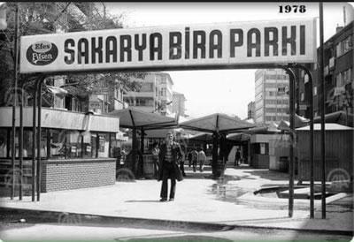 <p><strong>2a. </strong>Yayalaştırılan Sakarya  Caddesi, &ldquo;Sakarya Bira Parkı&rdquo; ve kent mobilyaları</p>
