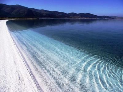 <p><strong>2b. </strong>Doğal Sit Alanı olarak  belirlenmiş Salda Gölünden kareler<br />Kaynak: URL3.