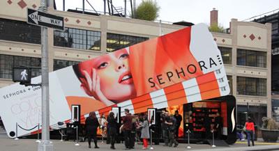 <p><strong>2c. </strong>Sephora,  2011.<br />Kaynak: http://editorial.designtaxi.com/news-sephorapantonepopup0304/1.jpp, [Erişim: 09.02.2014]