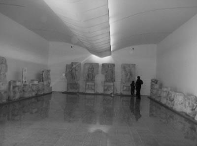 <p><strong>2c. </strong>2007 yılında tamamlanan<strong> </strong>Afrodisias Ek Müzesi, Cengiz Bektaş  Mimarlık İşliği<strong></strong><br /> Kaynak: Yazar arşivi</p>