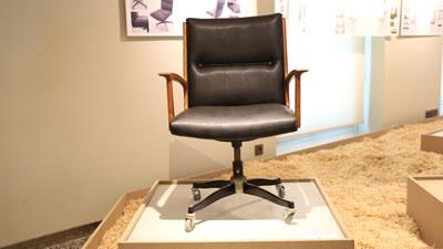 <p><strong>3. </strong>Sandalyenin onarım  sonrası sergideki görünümü</p>