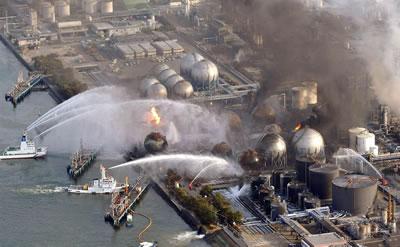 <p><strong>Resim 3.</strong> Fukuşima Nükleer Santrali kazası sonrasındaki söndürme /  soğutma çalışmaları</p>