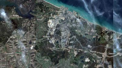 <p><strong>3.</strong> Aralık 2015 e ait hava fotoğrafı: Hem havalimanı hem de üçüncü köprü bağlantı  yolları çalışmaları başlamış; alüvyonların denizi doldurduğu görülüyor.<br />   Kaynak: Google Earth</p>