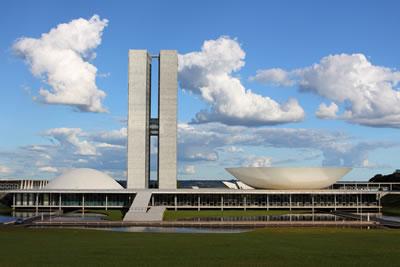 <p><strong>3.</strong> Brezilya Ulusal Kongre Binası, Brezilya,  Oscar Niemeyer<br />   Fotoğraf: Gary  Yim</p>