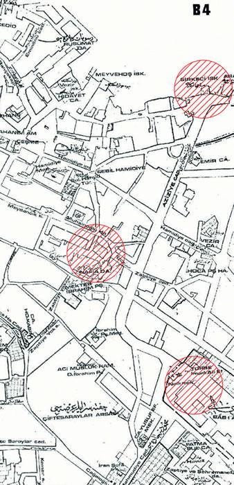 <p><strong>Resim 3.</strong> 19. yüzyıl İstanbul  haritasında Ankara Caddesinin yöneliminde belirleyici mimari ögeler</p>