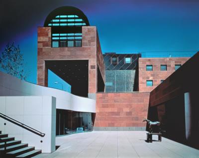 <p><strong>3.</strong> Los Angeles Çağdaş Sanat Müzesi,  1981-86 Los Angeles, Kaliforniya, ABD<br />   Fotoğraf: Yasuhiro Ishimoto </p>
