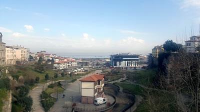 <p><strong>3.</strong> Belediye binası, otel ve restoranın  bulunduğu Zağnos Vadisi</p>