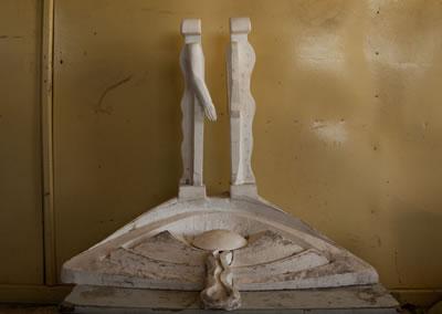 <p><strong>3.</strong> Mehmet Aksoyun Karsın Üçler Tepesi  için tasarladığı İnsanlık Anıtının maketi, Mayıs 2008</p>