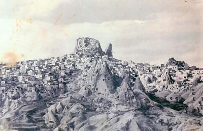 <p><strong>3.</strong> 1940 larda Uçhisara bakış<br />   Kaynak: Argos Yapı arşivi</p>