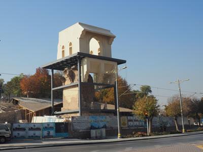 <p><strong>3.</strong> Köşkün üzerine inşa edilmekte olan  yeni yapı, 2019<br />   Fotoğraf: Zeynep Eres </p>