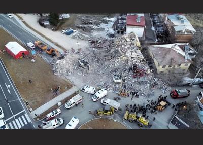 """<p><strong>3.</strong> """"Yaşanan  Felaketlere Rağmen Depremlere Karşı Sağlıklı ve Güvenli Yaşam Alanları  Oluşturulamamıştır"""", TMMOB Mimarlar Odası Basın Açıklaması, 27 Ocak 2020.<br />Kaynak: mimarlarodasi.org.tr/index.cfm?sayfa=belge&sub=detail&bid=44&mid=44&tip=0&Recid=15285"""