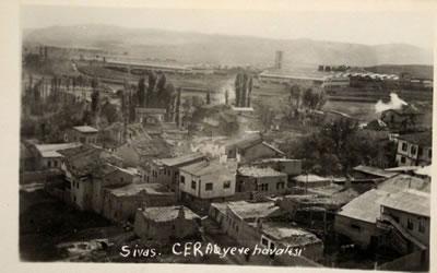 <p><strong>3. </strong>Eski Kent Dokusu ve Sivas Cer Atölyesi <br /> Kaynak: Ahmet  İzzet Göze arşivi</p>