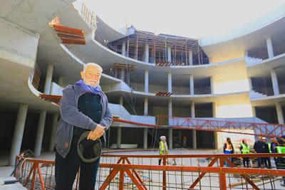 <p><strong>3. </strong>Muğla Bölge Müzesi  inşaatında Cengiz Bektaş<strong></strong><br />Kaynak: https://www.mugla.bel.tr/uploads/habertr/ae3a716f-d50e-4bdc-96cf-f1fce92ed685 [Erişim: 25.02.2021]