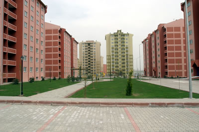 Türkiye'nin çeşitli kentlerdeki TOKİ toplu konut üretimlerinden örnekler. Konya (www.konyabel.tr)