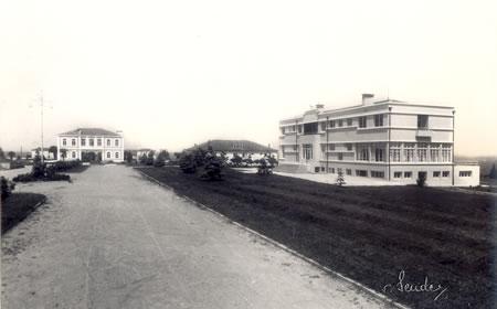 3. Antre yolundan idare ve misafirhane binalarının geçmişteki görünümü
