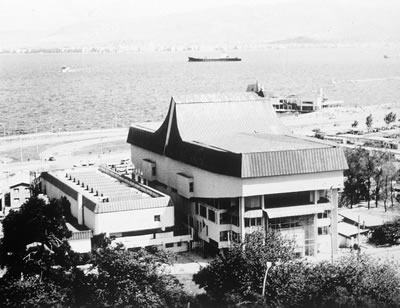 <p><strong>3.</strong> 1988 Ulusal Mimarlık Ödülleri'nde Yapı Dalı Başarı Ödülü alan İzmir Resim  Heykel Müzesi, Mimarlar: Muhlis Türkmen, İnal Göral<br />  Kaynak: Mimarlar Odası Genel  Merkezi Arşivi</p>