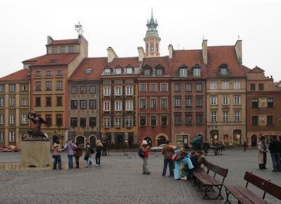<p><strong>3.</strong> Varşova'nın yeniden inşa edilmiş tarihi merkezinden bir  görünüm<br />  Kaynak:  architecture.org.nz/2011/03/05/rebuilding-warsaw/ [Erişim: 24.03.2014]</p>
