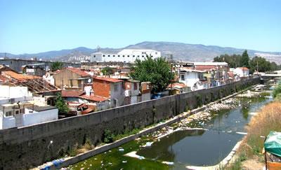 <p><strong>3. </strong>Kadifekale'den İzmir Panoraması<br />Kaynak: tr.wikipedia.org/wiki/%C4%B0zmir [Erişim: 11.09.2014]