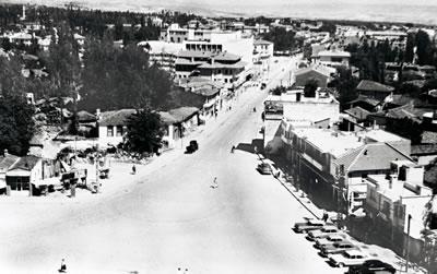 <p><strong> 3. </strong>Denizli Delikliçınar  Meydanı'ndan Gazi Mustafa Kemal Paşa Bulvarı'na Bakış, 1965<br />Kaynak: Coşkun Önen</p>