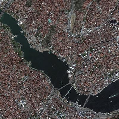 <p><strong>3. </strong>Haliç Hava Fotoğrafı<br />  Kaynak: Google Earth</p>