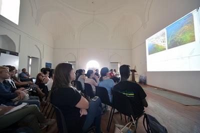 <p><strong>3. </strong>UNESCO Dünya Mirası Gençlik Forumu katılımcıları 1. Murat Hamamı içindeki toplantı salonunda Bursa  Alan Başkanlığı&rsquo;ndan Ayten Başdemir&rsquo;in İznik sunumunu izlerken, 6 Temmuz  2016<br />  Kaynak:  Bursa Alan Başkanlığı / Can Altun Çıblak</p>
