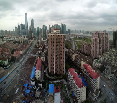 <p><strong>3. </strong>Göç olgusunun tetiklediği yerleşimler, yeni gelenler için  yapılan sosyal konutlar ve şehrin dönüşümü, Şanghay, Çin.</p>
