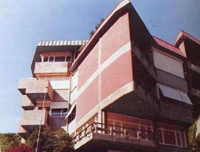 <p><strong>3a.</strong> Nezih Eldemin yapılarından Bebekte  Dere Apartmanı ve İTÜ 109 no.lu salon</p>