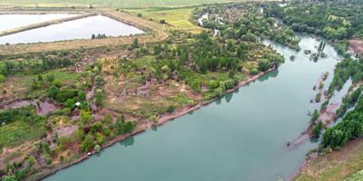 """<p><strong>3a. </strong>""""Diyarbakırda yoğun yağış ve Dicle  Barajındaki su tahliyesi sonucu Dicle Nehri, son 30 yılın en berrak görünümüne  kavuştu.""""<br />Kaynak: www.tigrishaber.com/dicle-masmavi-akiyor-56424h.htm"""