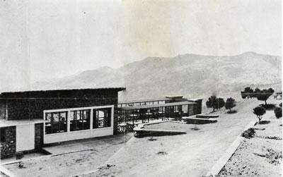 <p><strong>3a.</strong> Yamanlar Kampı'nın  1950'li yıllardaki görünümü, a. Gazino, b. tenis kortu, c. yüzme havuzu, d. hastalar  ve görevliler Atatürk'e saygı ve bağlılık duruşunda, e. sanatoryumunun  yapıldığı yıllardaki görünümü<br />Kaynak: <strong>Verem Savaş Derneği Faaliyet Kitabı</strong>,  s.20-26</p>