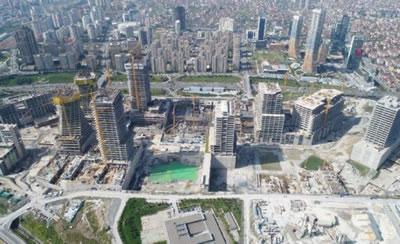 <p><strong>3b. </strong>Kentsel dönüşüm  alanlarındaki konut mimarlığının inşaat aşamaları ve kozmetik bina kabuklarının  kaplanması öncesinde gözlenen çıplak mimari (inşai) gerçeklik</p>