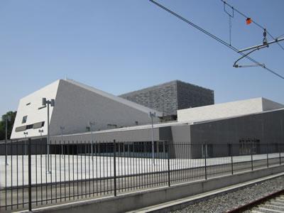 <em>Resim 3b. Leopolda Kentsel Yenileme Alanı, Yeni Oditoryum yapısı</em><br />Fotolar: Dimitra Babalis, 2012.</p>
