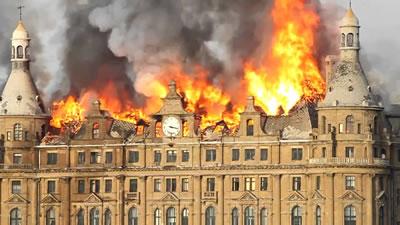 <p><strong>3b. </strong>Tarihî Haydarpaşa Garı 28 Kasım 2010 tarihinde çatısında çıkan yangın nedeniyle  hasar gördü</p>