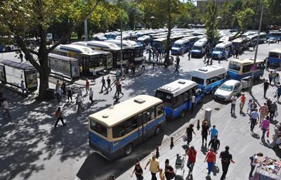 <p><strong>3b.</strong> Toplu taşıma araçlarının depolama  alanı haline gelen Güvenpark</p>
