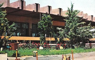 <p><strong>3b.</strong> Akaryakıt istasyonu ve lokantanın ilk yapıldığı  yıllardaki görünümü <br />Kaynak: Orhan Ağaçlı Turistik Tesisleri Broşürü,1972
