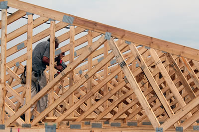 <p><strong>Şekil  3c.</strong> Ahşap kafes sistem çatılarda düzlemsel birleşim şekilleri ve birleşimlerde  kullanılan kendinden çivili metal plakalar.<br />Kaynak: URL1.</p>