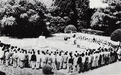 <p><strong>3d.</strong> Yamanlar Kampı'nın  1950'li yıllardaki görünümü, a. Gazino, b. tenis kortu, c. yüzme havuzu, d. hastalar  ve görevliler Atatürk'e saygı ve bağlılık duruşunda, e. sanatoryumunun  yapıldığı yıllardaki görünümü<br />Kaynak: <strong>Verem Savaş Derneği Faaliyet Kitabı</strong>,  s.20-26</p>
