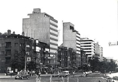 <p><strong>4. </strong>Ankara da yoğunluğu  artıran yapılaşmalar, 1974</p>
