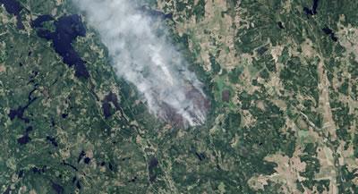 <p><strong>4.</strong> Hep karlı ve soğuk ülke olarak  hafızalarda yer etmiş İsveçte Ağustos 2014 de başlayan yangın 1 hafta  söndürülememişti. NASA fotoğraflarından<br />   Kaynak: Adam Voiland</p>Kaynak: Adam Voiland