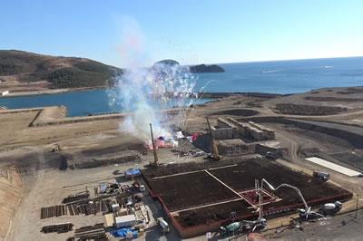 <p><strong>Resim 4.</strong> Mersin Akkuyuda yapılacak olan nükleer santralin 3  Nisan 2018 tarihindeki temel atma töreninden bir kare</p>