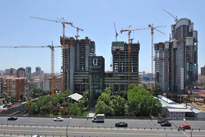 <p><strong>4.</strong> Mecidiyeköydeki kamuya ait stad ve  park alanlarına yapılan Residans ve ofisler, Quasar İnşaatları 2015</p>