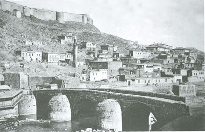 <p><strong>4.</strong> Kale eteğinde gelişmiş Osmanlı kent dokusu<br />   Kaynak: Yurdalan, 2010, s.46.</p>