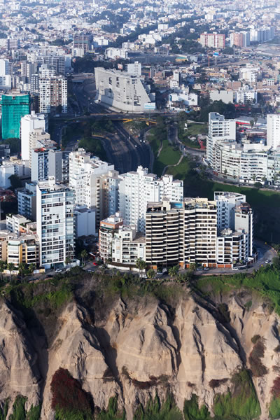 "<p><strong>4.</strong> University  Campus UTEC Lima, ""insan yapımı bir uçurum""<br />   Fotoğraf: Iwan Baan</p>"
