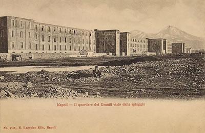 <p><strong>4.</strong> Napolide  Bourbonların Zahire Sarayı Granilinin 1850'lerde eklenen giriş kuleli haliyle  görünüşü</p>