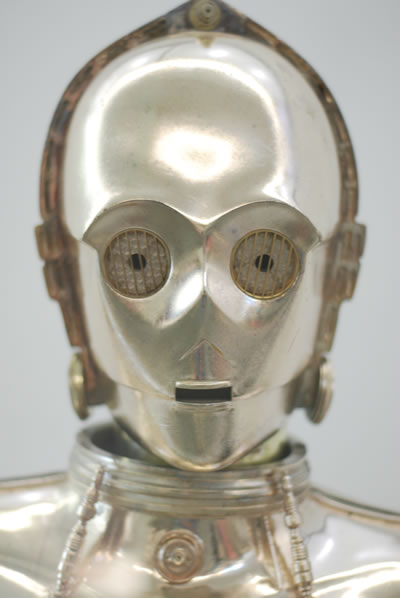 "<p><strong>4.</strong> Müzakereci C-3PO<br />   Kaynak:  ""terren in Virginia"", Attribution 2.0 Generic (CC BY 2.0) </p>"