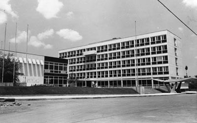 <p><strong>4. </strong>Türk Standartları  Enstitüsü Merkez Binası ve Laboratuvarları, Ankara, 1960</p>