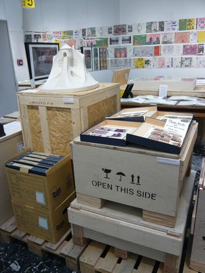 """<p><strong>4.</strong> """"Please touch"""" orijinal  malzemelere dokunulabilen bir açık arşiv kurgusu, Japonya Pavyonu, 2014 <br />  Fotoğraf:  Ela Kaçel</p>"""