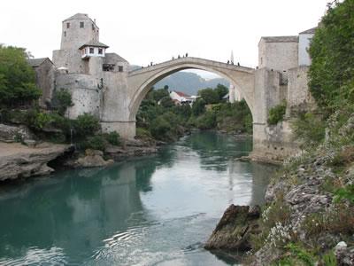 <p><strong>4.</strong> Rekonstrüksiyonu tamamlanarak UNESCO Dünya Mirası Listesi'ne  kaydedilen Mostar Köprüsü<br />  (Fotoğraf:  Z. Eres)</p>
