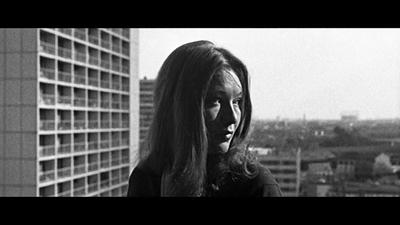 <p><strong>4.</strong> Jean-Luc Godard, Paris (2 ou 3 Choses  que Je Sais d'elle, Jean-Luc Godard, 1967)<br />  Kaynak: Çiçekoğlu, Feride,  2015, <strong>Şehrin İtirazı</strong>, Metis  Yayınları, İstanbul, s.35.</p>