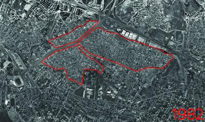 <p><strong>4.</strong> Fikirtepe 1982 yılı hava fotoğrafı ve dönüşüm alanı sınırları; DMO binası ve  Marmara Üniversitesi ile yoğunlaşmaya devam eden alan<br />  Kaynak: İBB Haritaları  derlenerek Dinçer Aydın tarafından çizilmiştir.</p>
