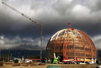 <p><strong>4. </strong>Strüktür Montajı   Fotoğraf:  CERN, <br />Kaynak: cds.cern.ch/journal/CERNBulletin/2015/20/News%20Articles/2014010 [Erişim: 23.05.2016]